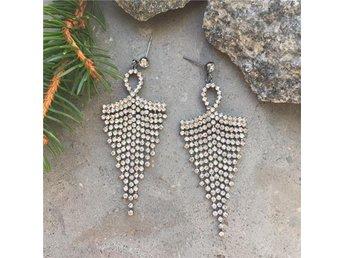 Drop of sun earrings fina örhängen strass fest smycken #ploypailin - Tyrseö - Drop of sun earrings fina örhängen strass fest smycken #ploypailin - Tyrseö
