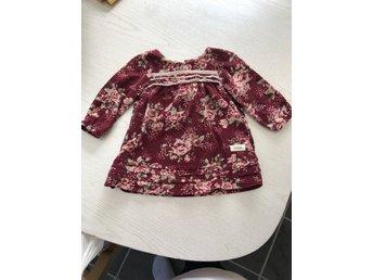 Röd blommig klänning från newbie i strl 62 (398044792) ᐈ
