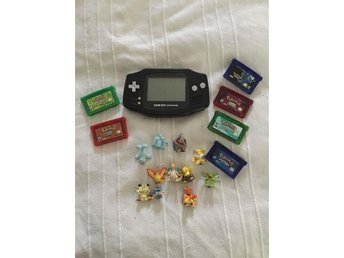 Gameboy advance med 6 pokemon spel och lite figurer