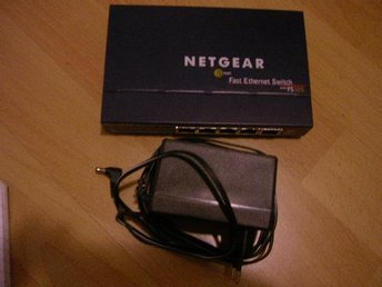 Switch Netgear FS105-300PES