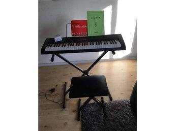 Keyboard med stol - Västra.frölunda - Keyboard med stol - Västra.frölunda
