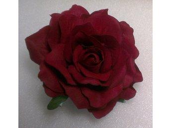 Javascript är inaktiverat. - Alingsås - Hårblomma röd ros med rejäl klämma baktill. Ca 10 cm i diameter. Vinnande bud ska betalas inom 5 dagar. Jag postar alltid samma dag eller senast dagen efter. Tänk gärna på att frakten blir densamma för 2-3 blommor av medelstorlek. - Alingsås