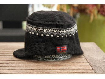 2 st Mössa 100 % ull wool. Design Gjestal  Norge Norway Norsk Luse