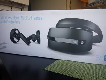 HP Windows Mixed Reality Headset + kontroller (likt Oculus Rift & HTC Vive)