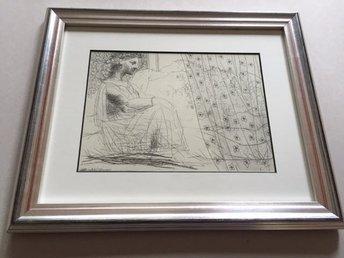 Picasso, SUITE VOLLARD 193 – Inramad, bara 540 ex - Huddinge - Konstnär: Pablo Picasso (1881-1973) Titel: SUITE VOLLARD 193 Reproduktion efter originalet. Upplaga: Begränsad, 540 ex., Editör: G. Gili, Barcelona, 1956. Bladet är monterat i en passepartout av hög kvalitet med 45 graderskärning. Rammåt - Huddinge