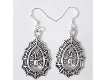 Spindelnät örhängen / Spiderweb earrings