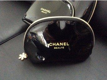Chanel Necessär Beaute liten (340912915) ᐈ Köp på Tradera 77389e7b95c87