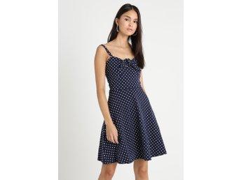 NY marinblå prickig klänning retro rockabilly stil strl 42 från Dorothy  Perkins b84051827bb55