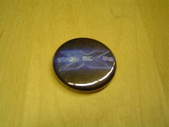 PIN BUTTON MÄRKE NÅL XMEN PLAYSTATION 2 PS2 NES MOTIV *NY*