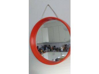 Kända spegel med orange plast RETRO (352584759) ᐈ Köp på Tradera YP-07