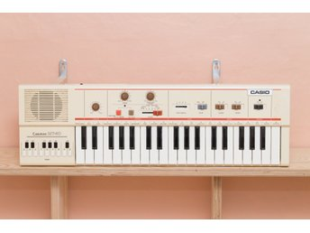 Vintage synth Casio Casiotone MT-40