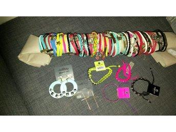 23 olika armband o 2 par örhängen superbilligt - Kalix - 23 olika armband o 2 par örhängen superbilligt - Kalix