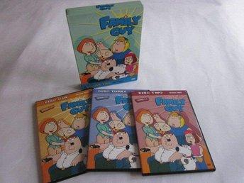 Family Guy Säsong 3 BOX 21 avsnitt på 3 dvds Amerikansk utgå - Motala - Family Guy Säsong 3 BOX 21 avsnitt på 3 dvds Amerikansk utgå - Motala