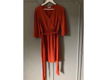 Märke Åhléns klänning stl 34 xs 100% polyester .. (414335029