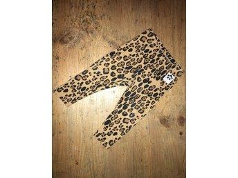 Mini rodini Leopard leggings stl 68/74 - Vetlanda - Mini rodini Leo leggings Välanvända favoriter men i fint skick.Inga hål etc. Endast tvättblekta o lite luddiga. Stl 68/74Hund finns i hemmet. Vunnen auktion betalas inom 3 dagar. Ansvarar ej för postens slarv. - Vetlanda