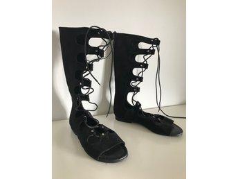 sandaler med hög snörning