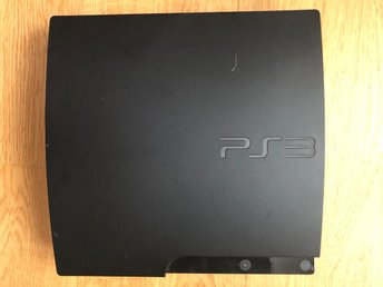 - Playstation 3 Slim 160GB + spel -