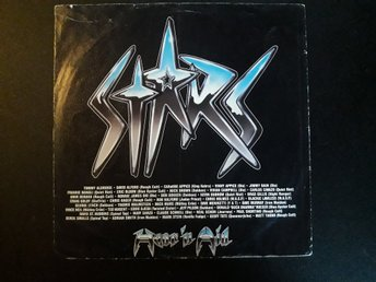 STARS - Hear'n'Aid - Ryd - Hear 'n Aid var en amerikansk supergrupp bestående av hårdrocks- och heavy metal-band bildad 1985 för att liksom USA for Africa och Band Aid hjälpa svältande i Afrika. Låten Stars blev en hit. MedlemmarSång Eric Bloom (Blue Öyster Cult) Ronn - Ryd
