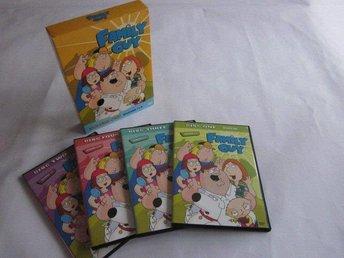 Family Guy Säsong 1 & 2 BOX 28 avsnitt på 4 dvds Amerikansk - Motala - Family Guy Säsong 1 & 2 BOX 28 avsnitt på 4 dvds Amerikansk - Motala