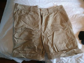 Beige shorts från ONLY. Stl 38