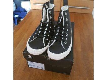 2723a687942 Helt nya svarta Converse skor i storlek 38 (Obs.. (346277759) ᐈ Köp ...