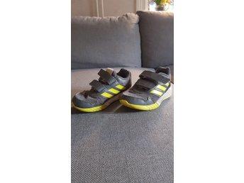 Adidas skor barn (362016414) ᐈ Köp på Tradera
