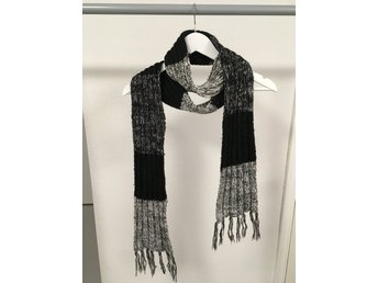 Halsduk med fransar vit grå och svart (339331051) ᐈ Köp på Tradera 7bc3fb3e40366