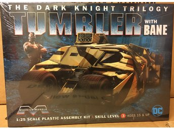 THE DARK KNIGHT TUMBLER WITH BANE   1/25  MOEBIUS byggsats