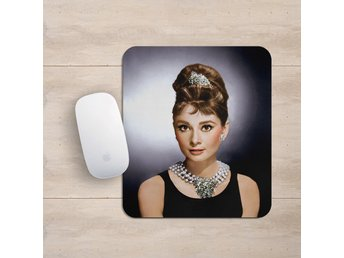 Audrey Hepburn Breakfast At Tiffanys Musmatta