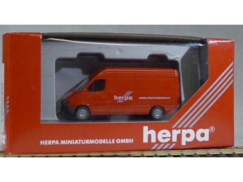 Herpa H0 1:87 nr 042994 Mercedes Herpabil - Halmstad - Herpa H0 1:87 nr 042994 Mercedes Herpabil - Halmstad