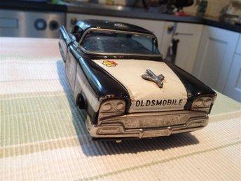 Äldre leksaksbil i plåt - modell polisbil - Kalmar - Äldre leksaksbil i plåt - modell polisbil - Kalmar