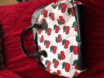 """en """"sommar"""" väska med körsbär motiv - örebro - en """"sommar"""" väska med körsbär motiv - örebro"""