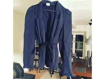 H&M blå kavaj med knyt-stl: 38 - Kävlinge - H&M blå kavaj med knyt-stl: 38 - Kävlinge