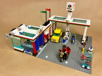 LEGO City 7993 Service Station