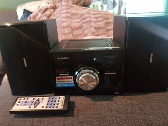 Sharp ministereo XL-UH 25 med radio CD audio in och Usb