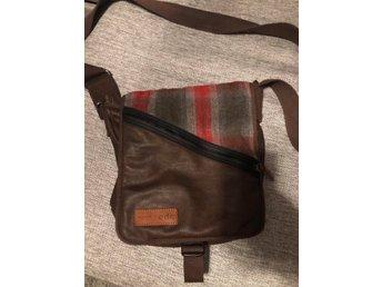 edc axel väska axelväska herr (421211113) ᐈ Köp på Tradera