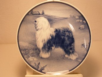 Ravn Porslin tallrik med  hund / Old English Sheepdog. 20 cm.