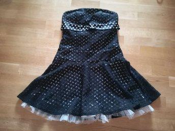 ba1a8a5c7849 Svart sammet fest klänning H&M Divided velvet g.. (348350125) ᐈ Köp ...