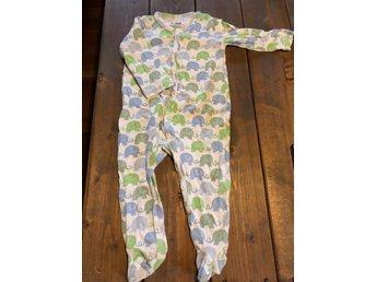köp på nätet 50% pris stabil kvalitet Pyjamas med fot storlek 68 (375585102) ᐈ Köp på Tradera