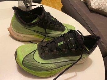 Cerco Surtido eternamente  Nike Zoom Fly 3 storlek 45.5 (420380344) ᐈ Köp på Tradera