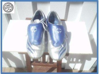 Adidas fotbollssko med dubbar i utmärkt skick s 34 im 22 - Göteborg - Adidas fotbollssko med dubbar i utmärkt skick s 34 im 22 - Göteborg