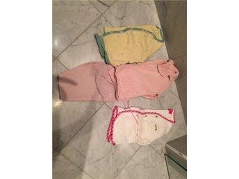 Tre koftor ( Bonpoint, Miniature, Ogilvy) och ett par rosa Bonpoint byxor - Stockholm - Tre koftor ( Bonpoint, Miniature, Ogilvy) och ett par rosa Bonpoint byxor - Stockholm