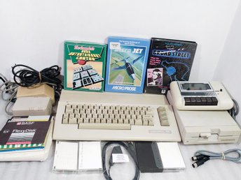 Commodore 64 C Floppy 1541 II Bandspelare Spel alla kablar m.m - Torslanda - Commodore 64 C Floppy 1541 II Bandspelare Spel alla kablar m.m - Torslanda
