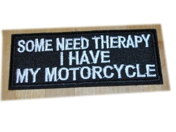 "Tygmärke ""Some Need Therapy. I Have My Motorcycle"""