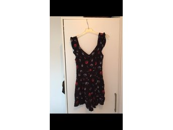 ny fin blommig playsuit från American Eagle xs