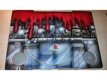 Unik Metal Gear Solid PS1-maskine. Painted by David Gunnarsson (Daveart)