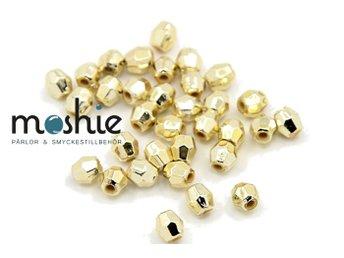 Javascript är inaktiverat. - örebro - Objektsbeskrivning:Slipade pärlor guldplätterade av CCB akryl.8 mm diametern och hålet är 1,5 mm.Antal i förpackningen: ca.50 stInfo: CCB pärlor är akrylpärlor som är plätterade i metall vilket ger dom bättre kvalité än vanlig akryl - örebro