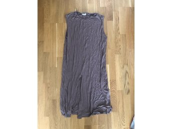 SILENCE + NOISE URBAN OUTFITTERS KLÄNNING NUDE S MULLVAD OVERSIZE