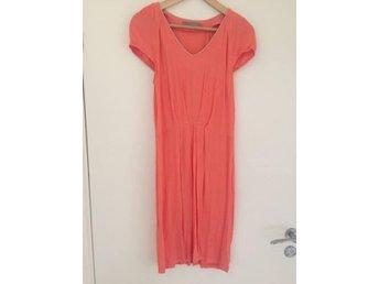 Rosa/orange klänning i viscose från Saint Tropez i storlek S - Ljungbyhed - Rosa/orange klänning i viscose från Saint Tropez i storlek S - Ljungbyhed