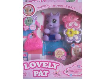 Leksaker Dockor Pony Lovely Pat Happy Homestead Lila Sitter 8cm